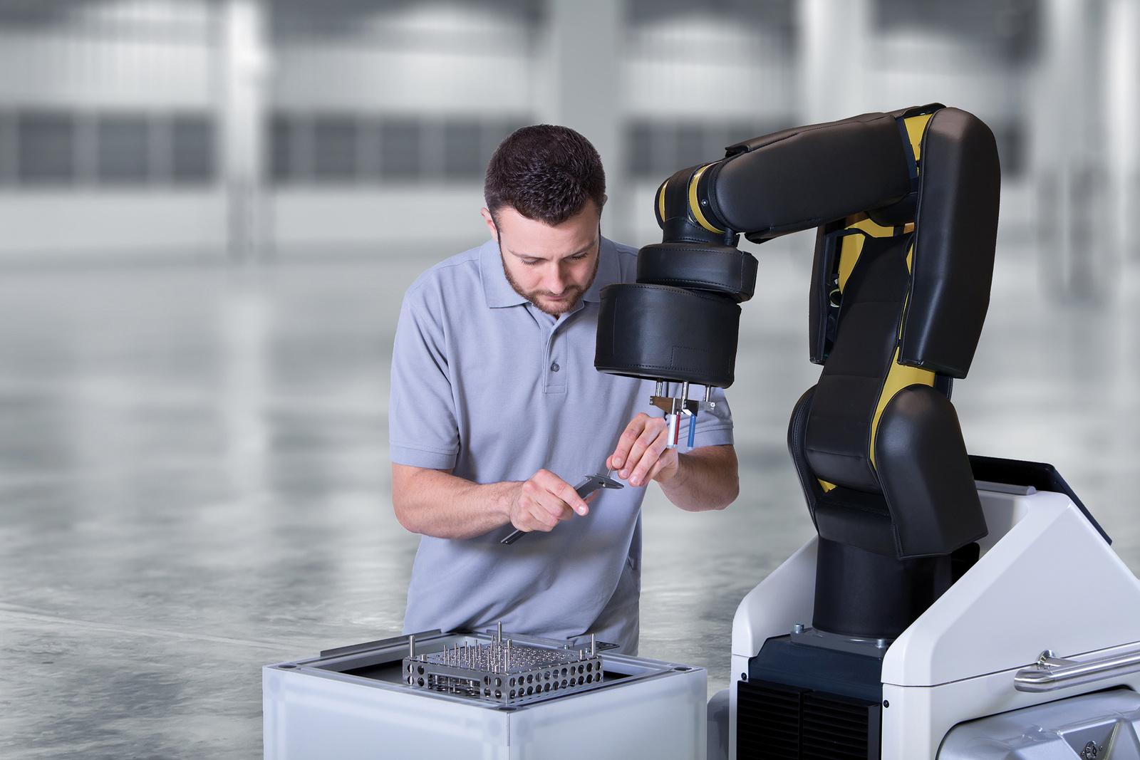 Bosch APAS assistant und Mitarbeiter